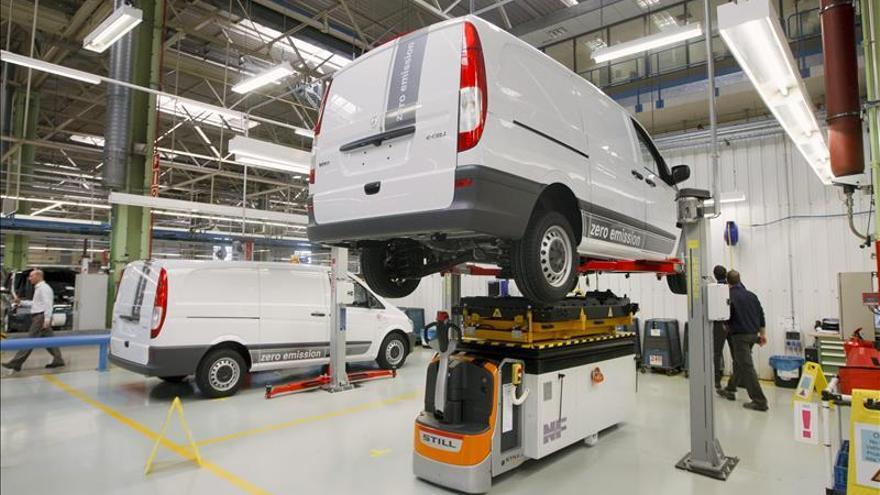 El Gobierno aprueba un préstamo de 27 millones para la fábrica de Mercedes en Vitoria