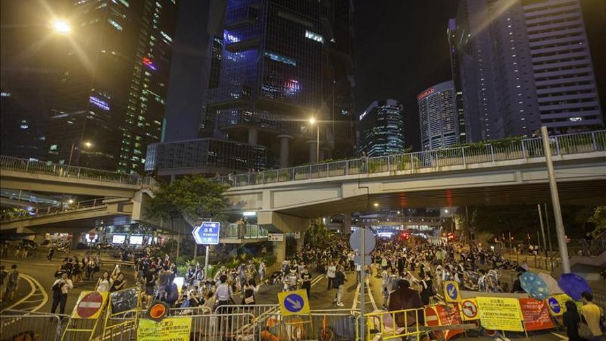 El líder de Hong Kong rechaza dimitir mientras la protesta pierde intensidad