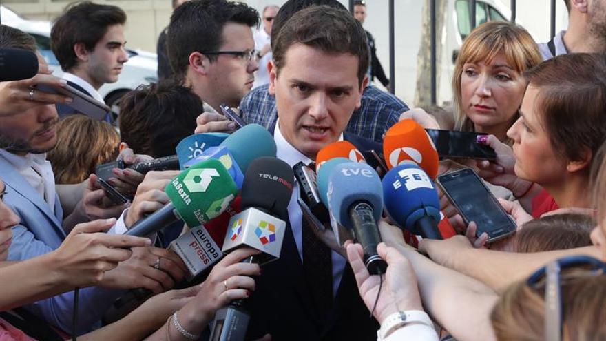 Rivera pide a Rajoy que no caiga en las provocaciones de los independentistas