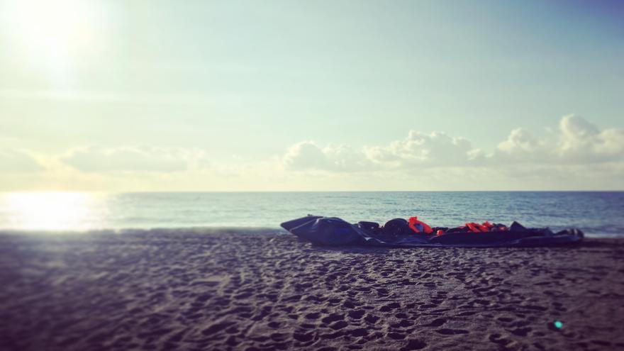 Una patera con más de 40 personas llega a la playa de Benajarafe, Málaga.