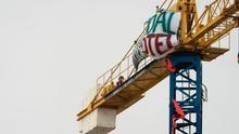 Instantánea de una de las grúas tomadas por los activistas en la zona de La Tejita