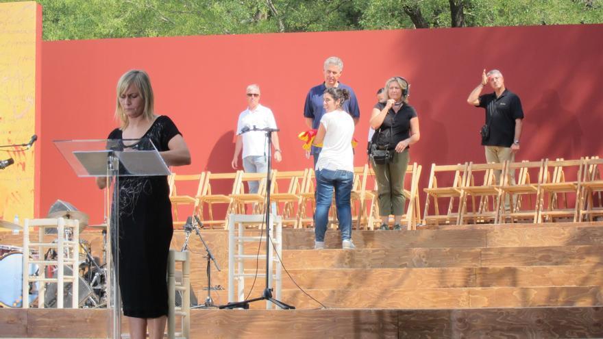 """El acto institucional se solidariza con Baleares y valencianos por los """"ataques"""" al catalán"""
