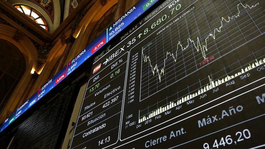 El IBEX 35 baja un 0,20 % en la apertura, pendiente del precio del petróleo