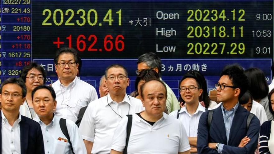 La Bolsa de Tokio avanza un 0,34 % en la apertura hasta los 20.951,73 puntos