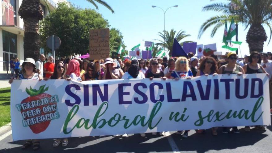 Una de las manifestaciones en apoyo a las temporeras del pasado junio en Huelva.