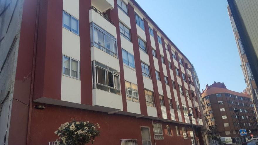 Edificio de viviendas en una calle de Vigo