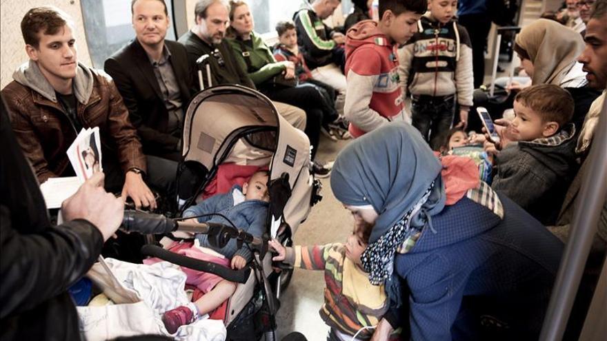 Dinamarca deja paso libre a los refugiados para que pidan asilo en Suecia