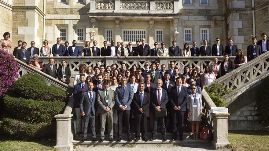 Líderes veteranos y jóvenes de 40 países debaten retos mundiales en Santander