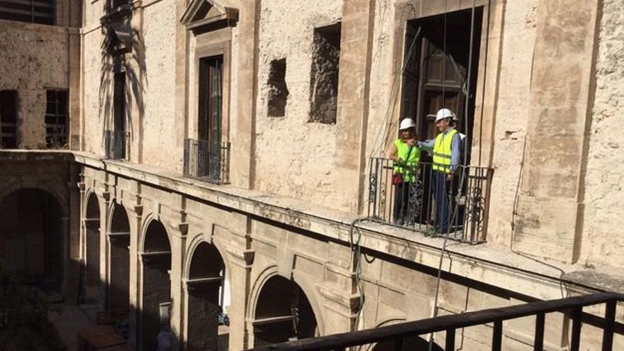 El delegado del Gobierno en la Comunidad Valenciana, Juan Carlos Moragues, en la visita a las obras de rehabilitación del Palacio del Temple.