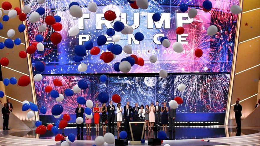 El improbable baño en confeti de Donald Trump