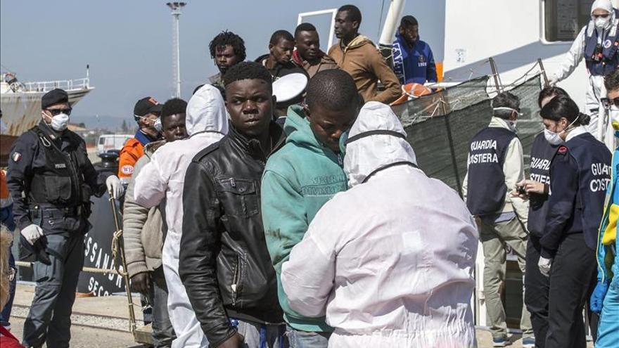 Inmigrantes supervivientes afirman que 41 desaparecieron al sur de Sicilia