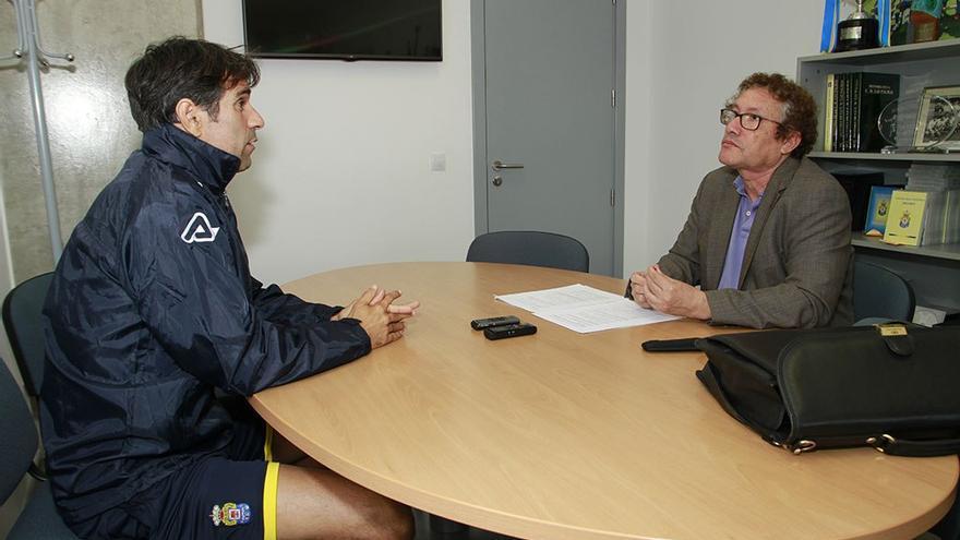 Juan Carlos Valeron entrevistado por Enrique Bethencourt.