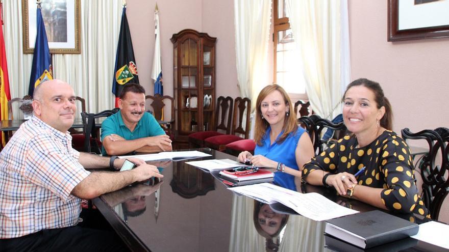 Reunión en Fuencaliente con cargos de CC.