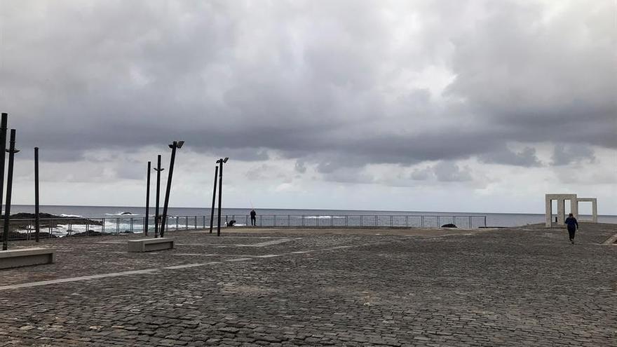 El Muelle Viejo del municipio Garachico (Canarias), en pleno casco histórico, desierto y sin turistas.