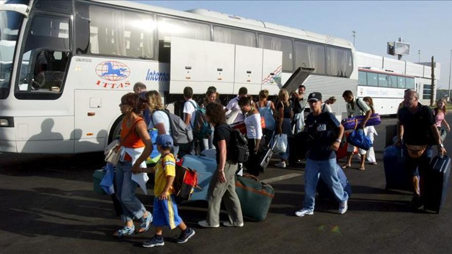 Unos 20.000 británicos esperan en Sharm el Sheij tras la suspensión de los vuelos