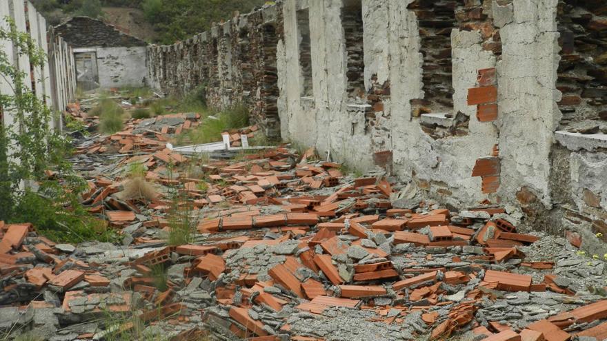 Restos de los barracones de la mina de Casaio