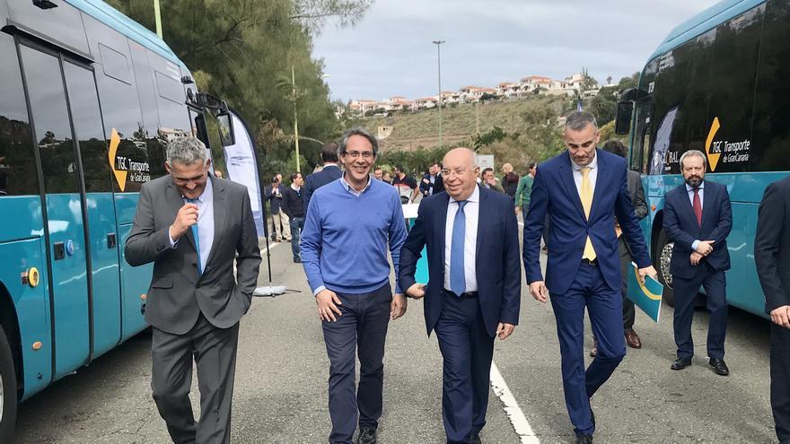 La presentación de los nuevos vehículos de transporte público tuvo lugar en el municipio de Agaete.