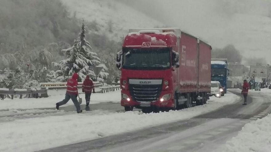 El Gobierno foral duplica el número de quitanieves ante las nevadas registradas en la mitad norte de Navarra