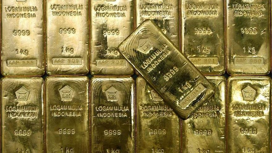 El oro sube un 0,99 % y cierra en 1.145,90 dólares
