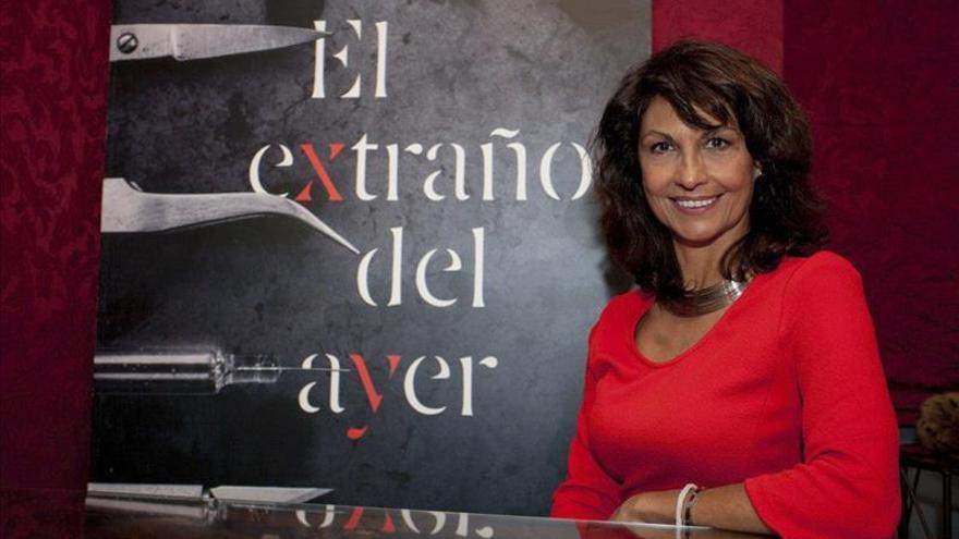 """Cristina Higueras publica """"El extraño del ayer"""", resultado de un """"paréntesis"""" muy, muy negro"""