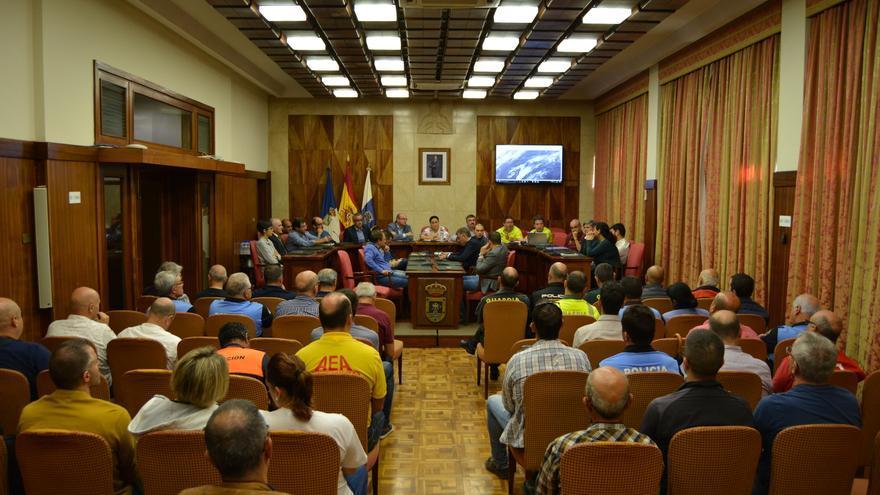 Reunión de los responsables del Cabildo con ayuntamientos y equipos de emergencias para preparar el dispositivo frente a la alerta por lluvias y viento.