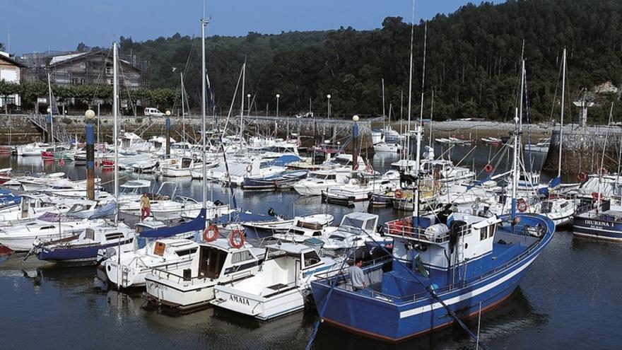 El Gobierno vasco renueva el pavimento de los pantalanes del puerto de Plentzia