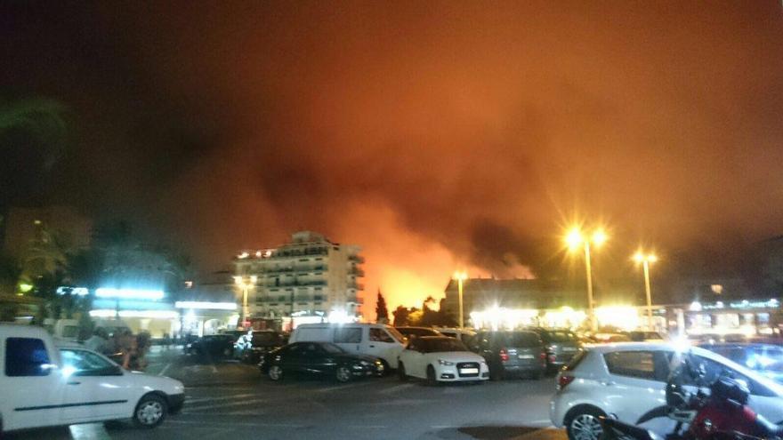 Las llamas se pueden ver desde Xàbia