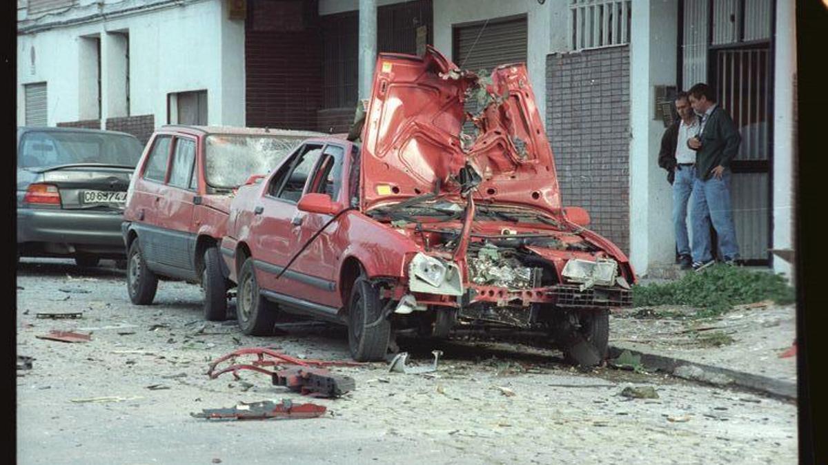 Uno de los vehículos que estalló