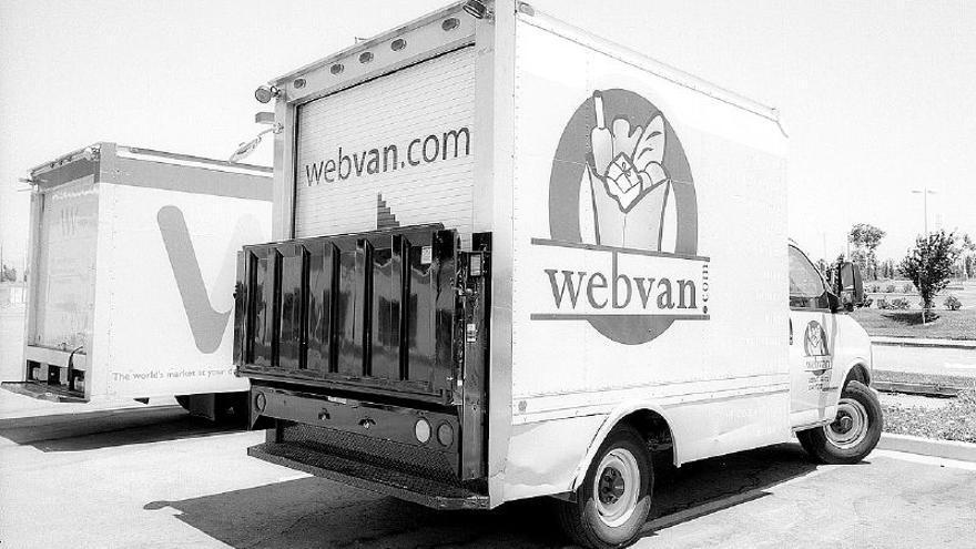 Camiones de Webvan, un antepasado fallido de Amazon Prime Now (Imagen: Wikipedia)