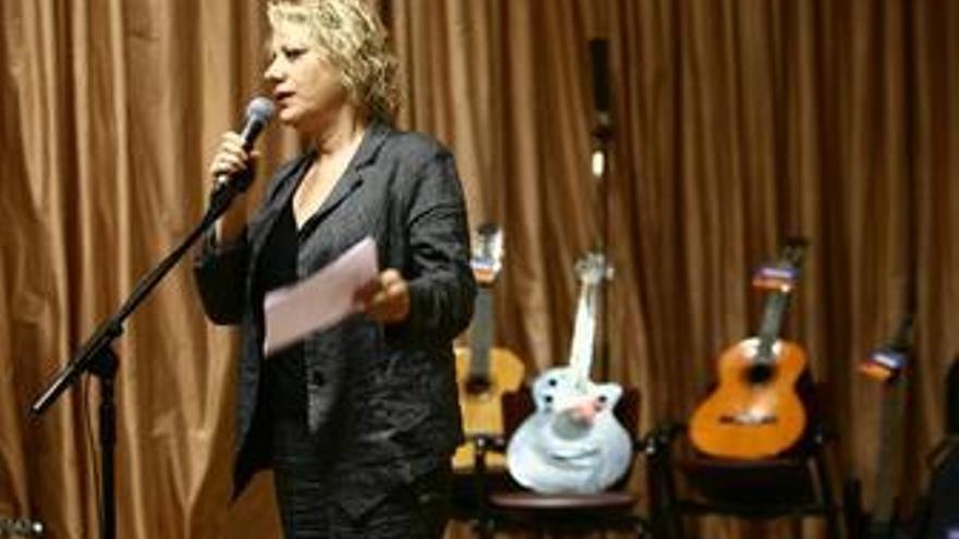 Marina Rosell, vicepresidenta de la SGAE presentando el proyecto 'Una guitarra p