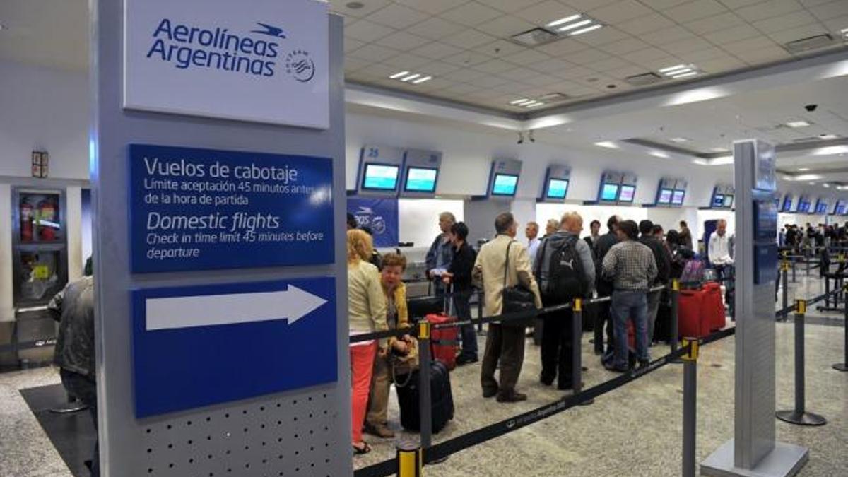 Para viajar hacia y desde la Argentina hay que informarse minuto a minuto.
