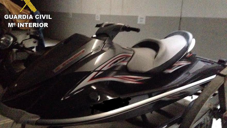 Moto acuática recuperada por la Guardia Civil.