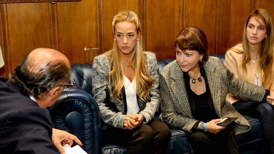 Senadores de EE.UU. reciben a las esposas de López y Ledezma para hablar de Venezuela