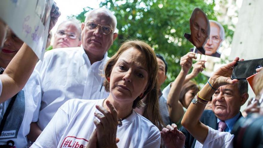 La esposa del opositor Ledezma y una exmiss venezolana agradecen a Almagro su labor