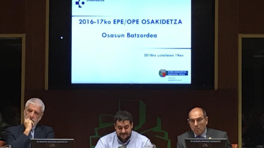 El consejero de Salud, Jon Darpón, este jueves en el Parlamento Vasco