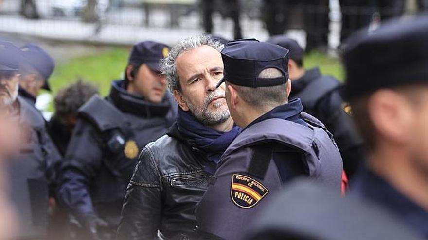 Willy Toledo anuncia en sus redes que no se entregará a la Policía