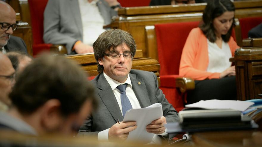 El president de la Generalitat, Carles Puigdemont, en su escaño este miércoles