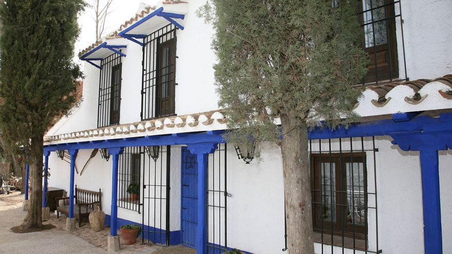 Fachada principal de la Venta del Celemín, en Ossa de Montiel (Albacete)