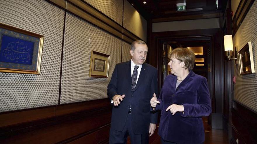 Merkel pide vías legales para que los refugiados lleguen de forma controlada