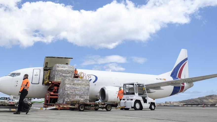 El avión que ha llegado este domingo.