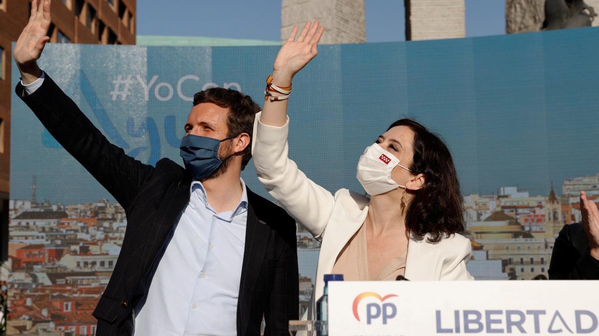 Pablo Casado e Isabel Díaz Ayuso, este sábado en Madrid.