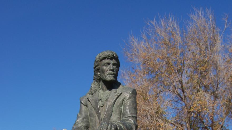 Estatua de Camarón de la Isla en San Fernando, Cádiz