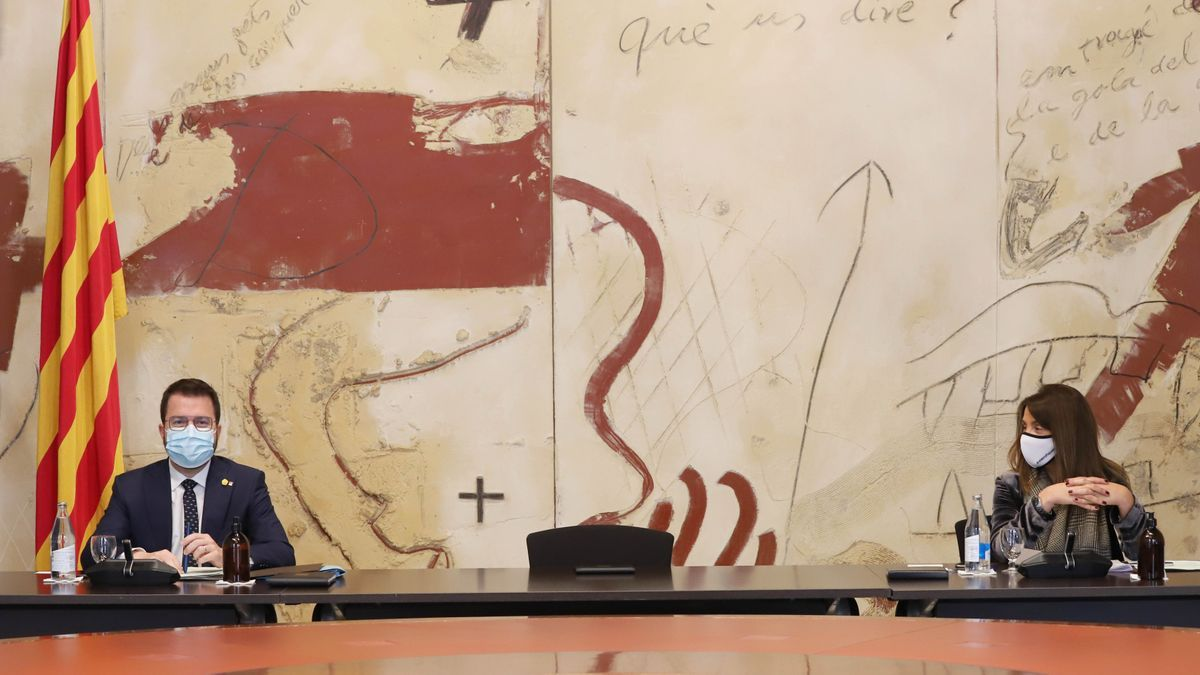 El vicepresident Pere Aragonès y la consellera Meritxell Budó, con la silla vacía del president