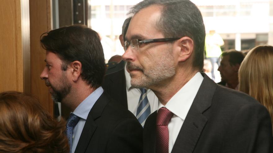 Carlos Alonso y Marcial Morales en la toma de posesión de Clavijo (ALEJANDRO RAMOS)