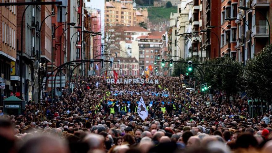 Unas 65.000 personas piden en Bilbao cambiar la política penitenciaria