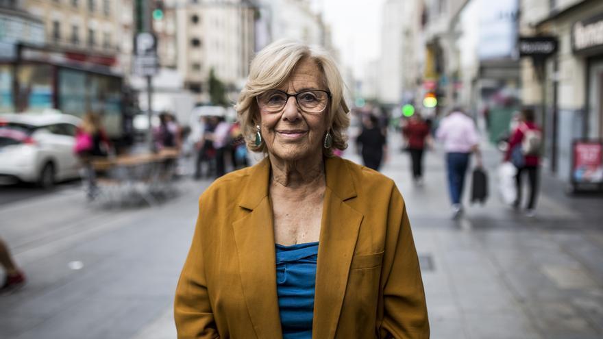 Manuela Carmena en la Gran Vía de Madrid