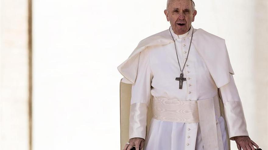 Al papa Francisco le gusta comer sencillo y sano, toma mate y cocina bien