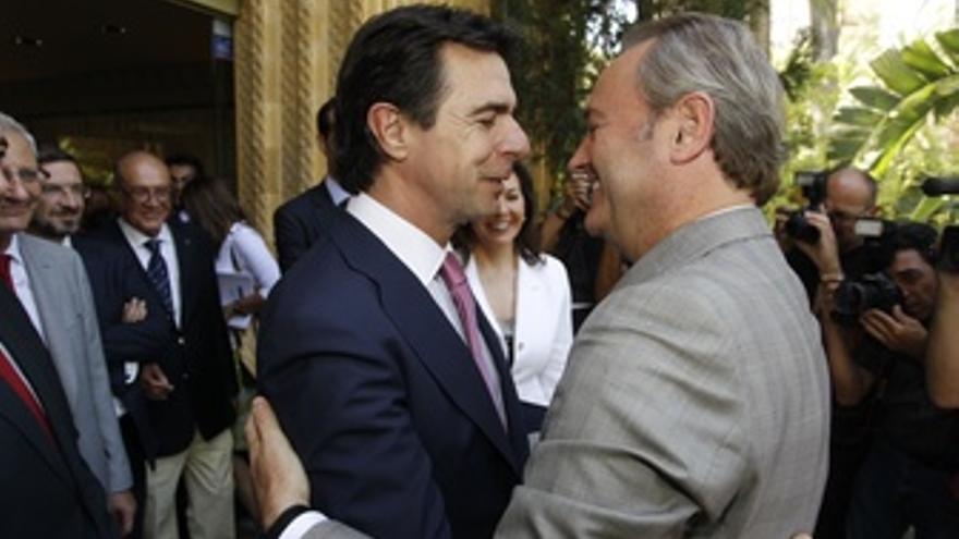 El Ministro Soria (Izquierda) Saluda Al President Fabra