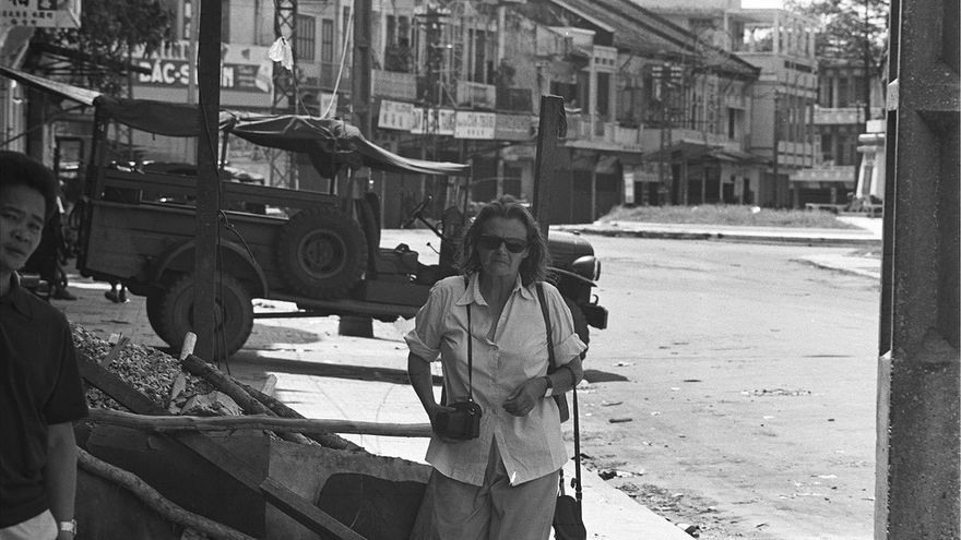 Clare Hollingworth en Saigón, Vietnam, en 1968.
