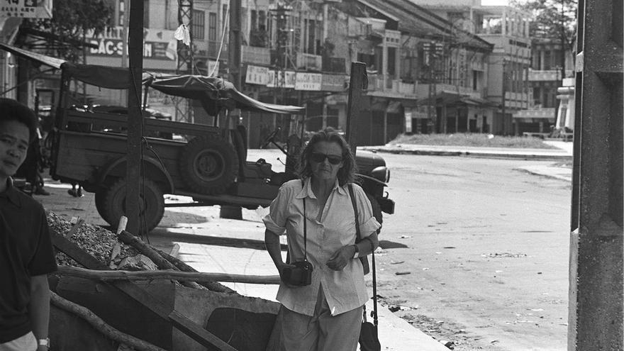 Clare Hollingworth en Saigón, Vietnam, en 1968.